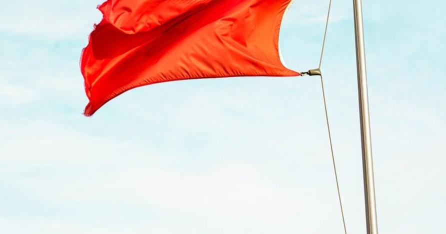 Lieli sarkanie karogi, kas norāda uz tiešsaistes kazino izkrāpšanu